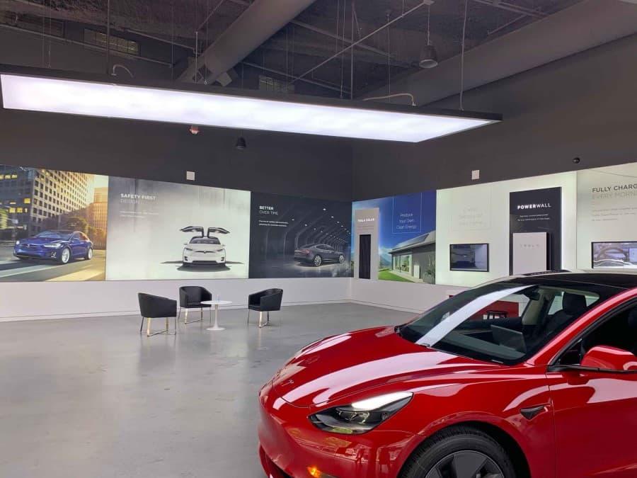 Tesla-showroom-michigan-avenue-chicago